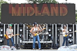 Midland Performs at The Country Fest, 2018