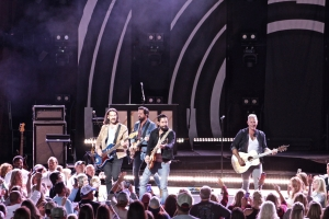 Old Dominion Performs 'Never Be Sorry'
