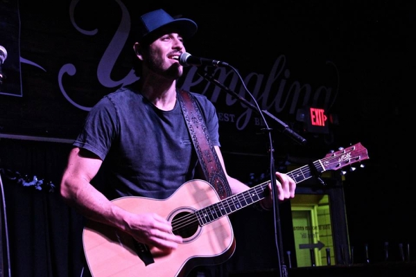 Morgan Evans performs a WQMX Rising Star Showcase